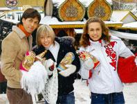 Покупая подарки друзьям, ребята не забыли и про себя: купили теплые варежки, ведь совсем скоро им предстоит ехать на гастроли на Чукотку
